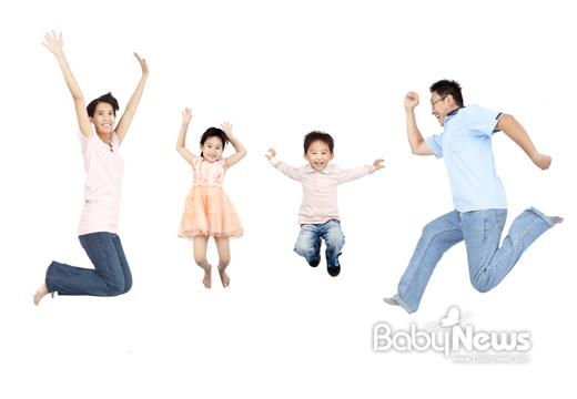 자녀들을 키우면서 드는 부담을 줄이기 위해선 정부가 시행하는 다자녀 가정 지원 사업을 잘 살펴야 한다. ⓒ베이비뉴스