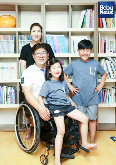 박대운 씨와 최윤미 씨 부부, 열 살 아들, 일곱 살 딸의 모습이다. 최대성 기자 ⓒ베이비뉴스